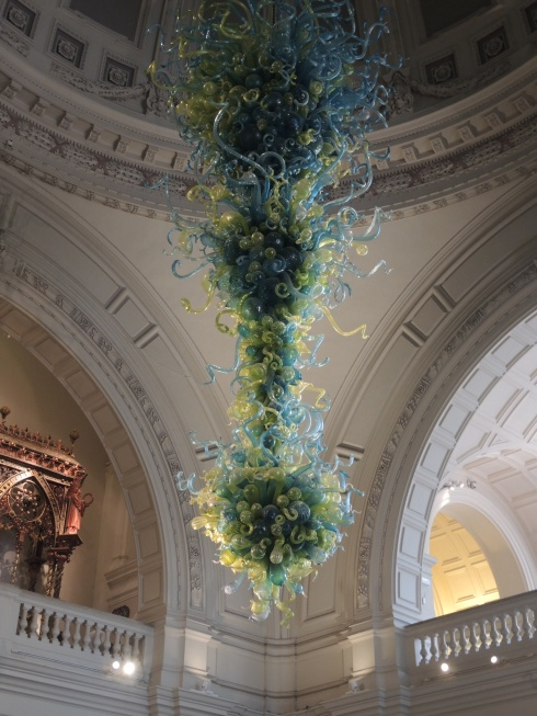 Chihuly chandelier at the V&A